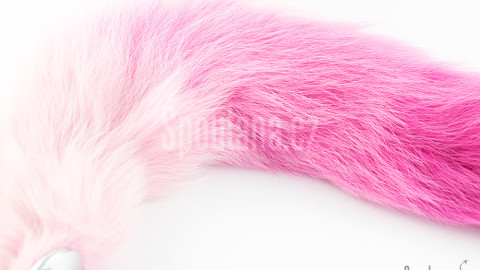 Sytě růžový anální ocásek